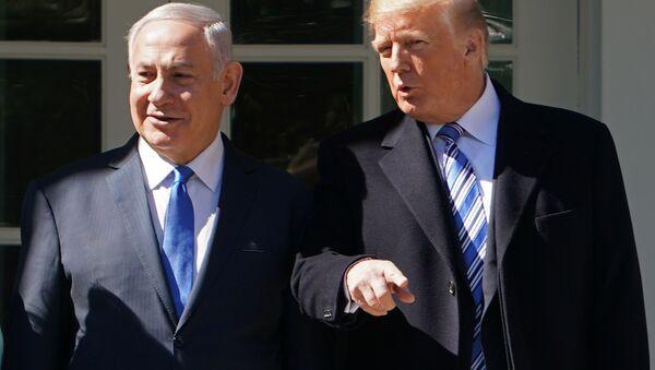 Izraelský premiér Benjamin Netanjahu a americký prezident Donald Trump ve Washingtonu - Sputnik Česká republika