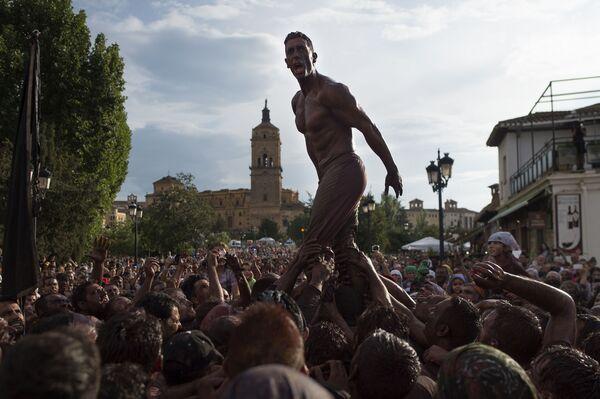Účastníci festivalu Cascamorras ve Španělsku. - Sputnik Česká republika