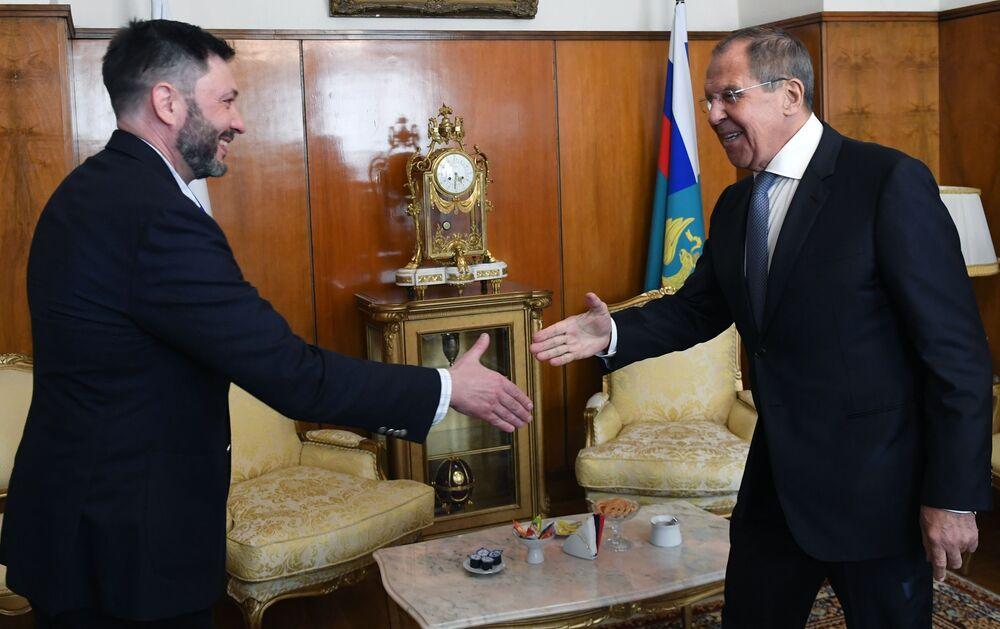 Šéf portálu RIA Novosti Ukrajina Kirill Vyšinský a ruský ministr zahraničí Sergej Lavrov během setkání v Moskvě.