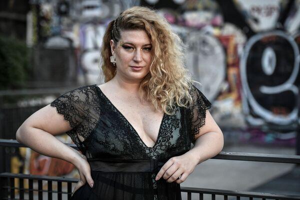Pózující modelka na Catwalk All Sizes v Paříži - Sputnik Česká republika