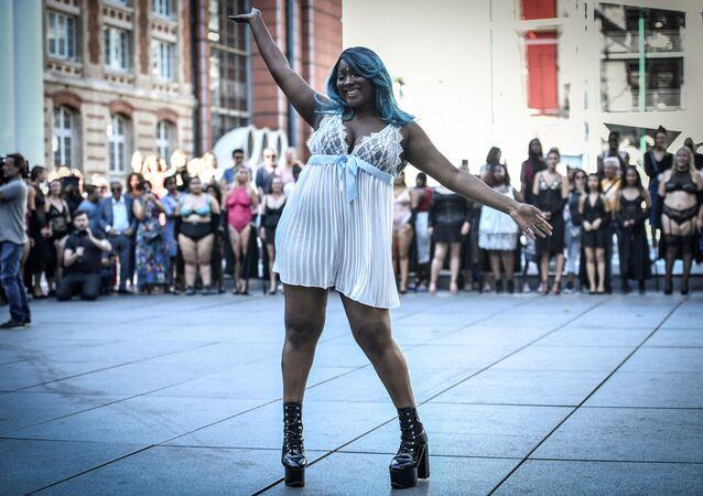 Sexualita nezáleží na velikosti. Módní show The All Sizes Catwalk v Paříži