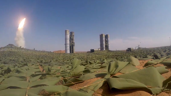 Video: Působivé záběry bojových schopností raketových komplexů S-300 a S-400 - Sputnik Česká republika