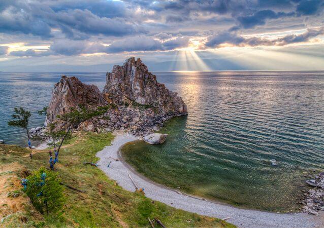 Bajkal je nejhlubší jezero na světě,  jsou tu největší zásoby sladké vody