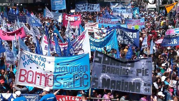 Argentinský senát schvaluje zákon o krizovém stavu potravin po masových protestech - Sputnik Česká republika