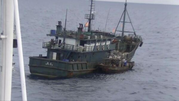 Jedna z lodí severokorejských pytláků - Sputnik Česká republika