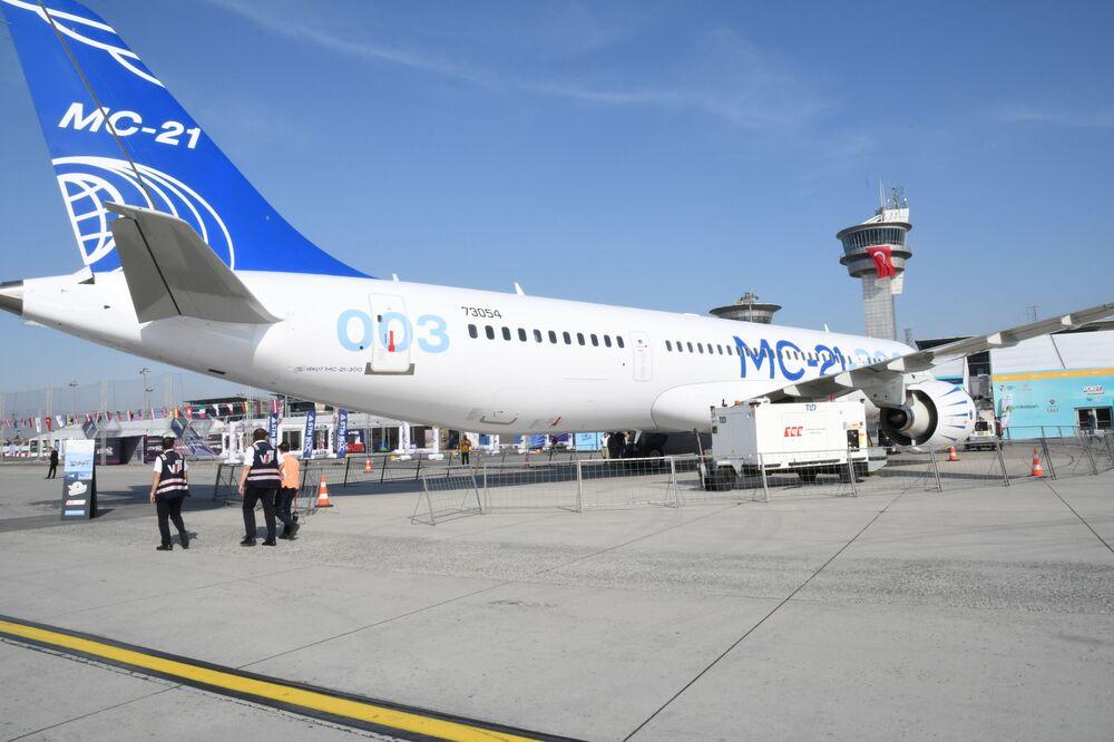 Nejnovější ruské letadlo MS-21 na mezinárodním leteckém festivalu Teknofest v Istanbulu.