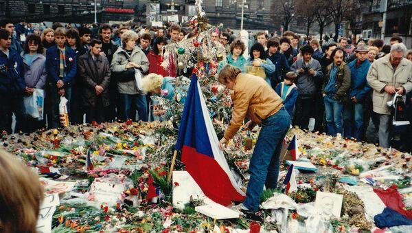 Václav Havel a demonstranti během sametové revoluce v Československu, rok 1989 - Sputnik Česká republika