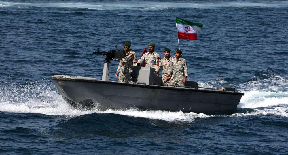 Íránští vojáci v Hormuzském průlivu