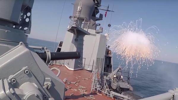 Video: Působivé záběry vojenské kolaborace letounů a raketových lodí během vojenských cvičení Centr-2019 - Sputnik Česká republika