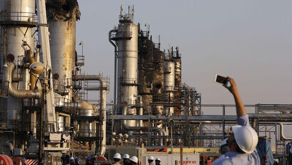 Následky útoku na ropné rafinérie v Saúdské Arábii - Sputnik Česká republika