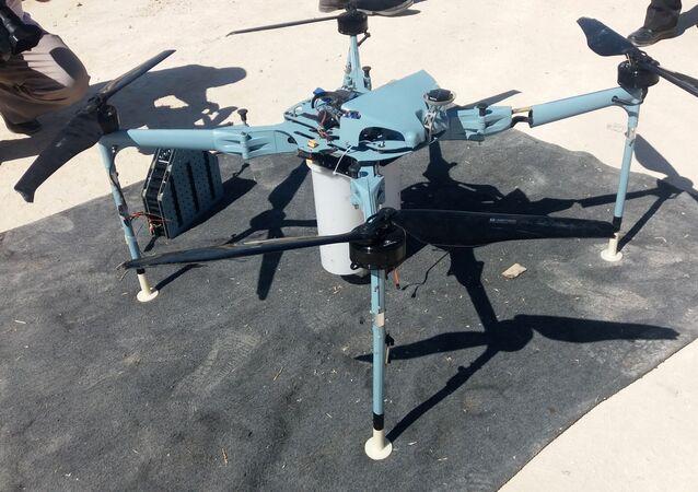 Dron s kazetovými bombami