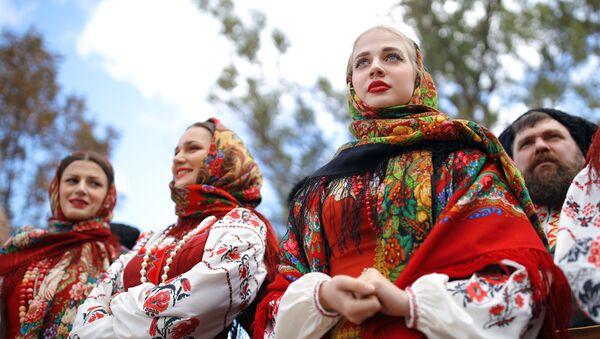 Ruské dívky v národním kroji - Sputnik Česká republika
