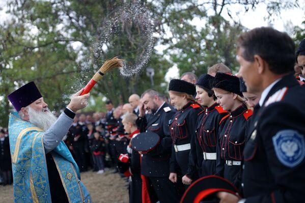 Obřad posvěcení poblíž pomníku kozáků během festivalu - Sputnik Česká republika