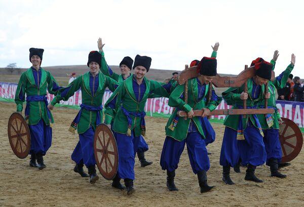 Divadelní představení kozáků během festivalu - Sputnik Česká republika