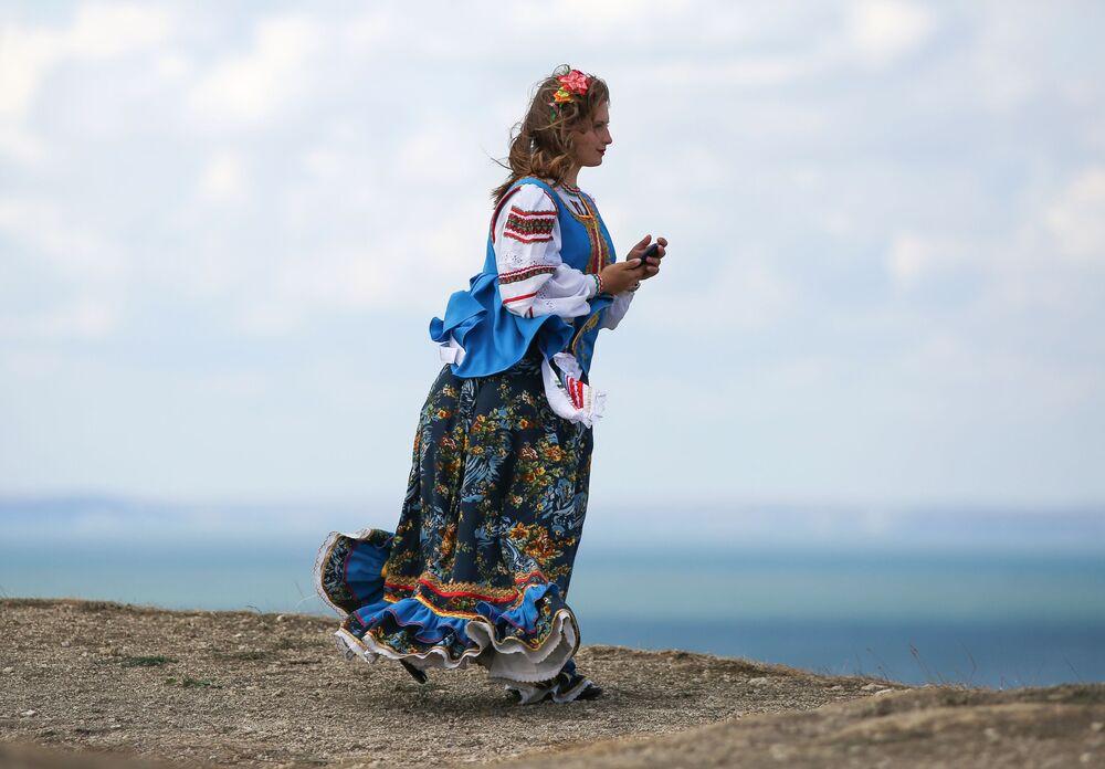 Návštěvnice festivalu v tradičních krojích