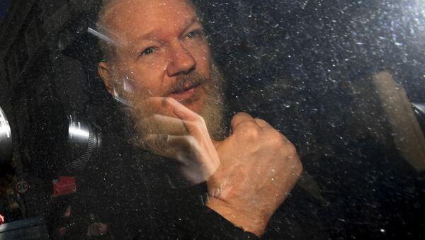 Zatčení zakladatele WikiLeaks Juliana Assangeho - Sputnik Česká republika