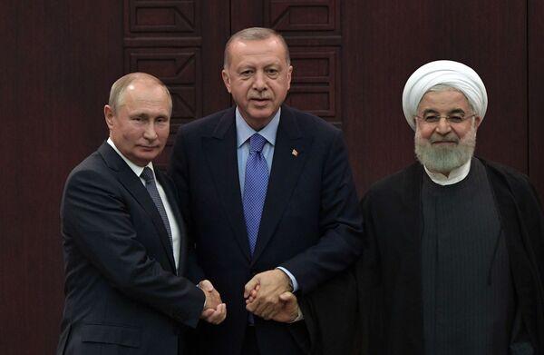 Tento týden v obrázcích: Útok na Oblast 51, setkání tří prezidentů, autosalon a mistrovství světa - Sputnik Česká republika