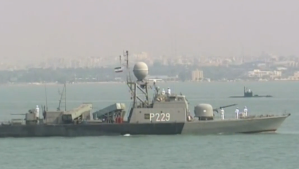 Video: Írán během slavnostní přehlídky odhalil nové typy vojenské techniky a zbraní - Sputnik Česká republika