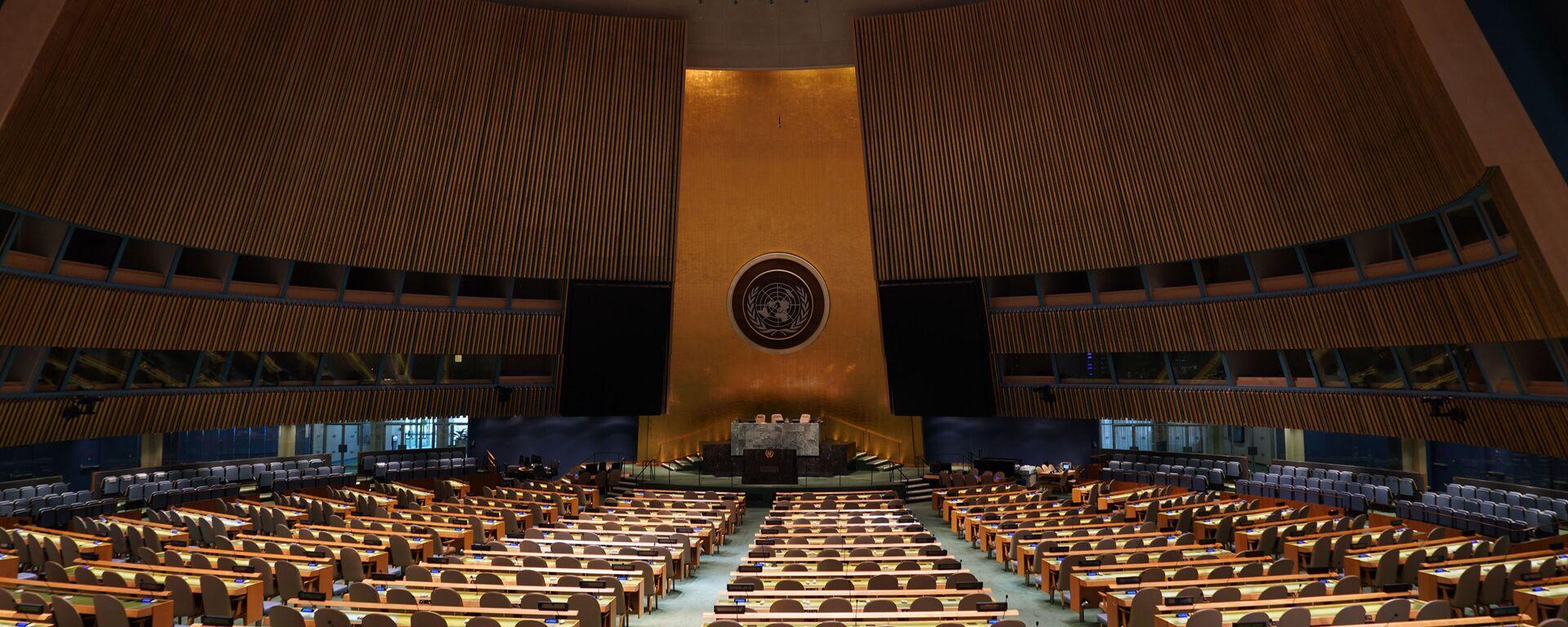 Prázdná místnost, v níž se koná zasedání Valného shromáždění OSN. - Sputnik Česká republika, 1920, 12.09.2020