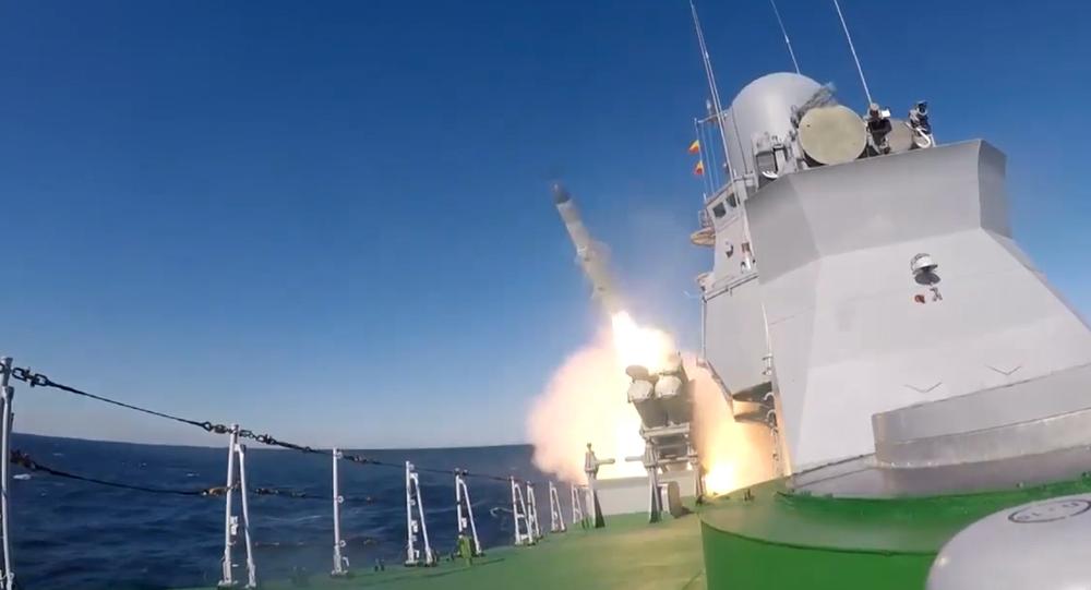 Video: Je to ruské Tornádo?  Působivé záběry  prvního startu rakety X-35 Uran přímo z paluby