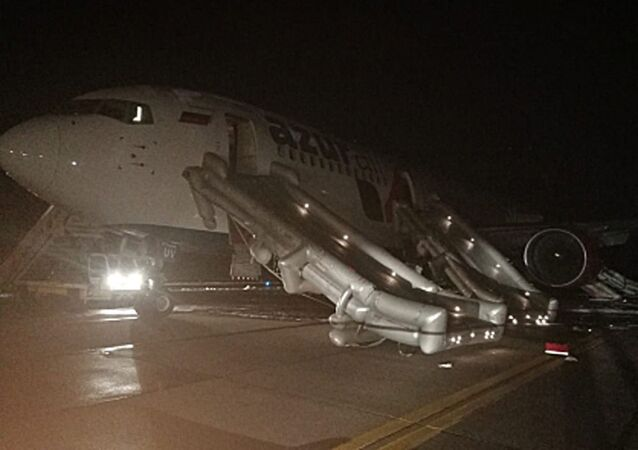 Boeing 767-300 společnosti Azur Air Airlines letící z Vietnamu ve středu večer tvrdě přistál v ruském městě Barnaul