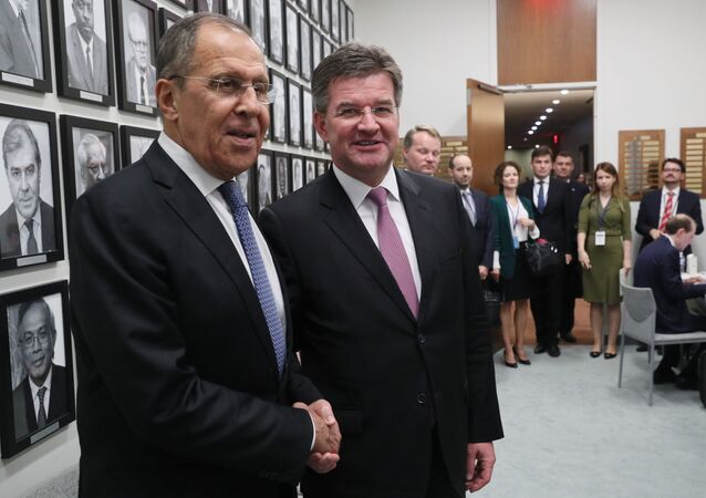 Úřadující předseda Organizace pro bezpečnost a spolupráci v Evropě (OBSE), slovenský ministr zahraničí Miroslav Lajčák, se setkal se šéfem ruské diplomacie Sergejem Lavrovem v New Yorku, a to na okraji 74. zasedání Valného shromáždění OSN