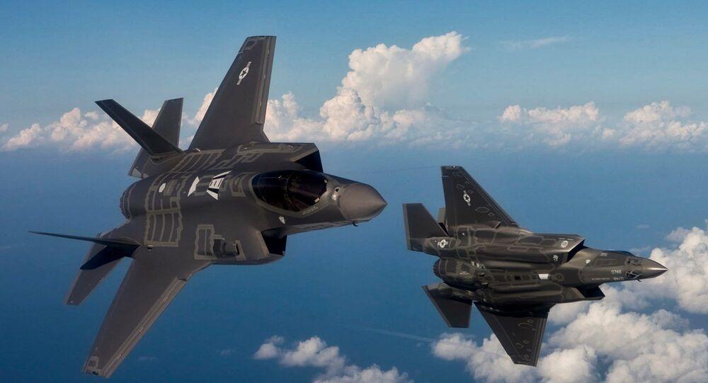 Stíhací bombardéry F-35