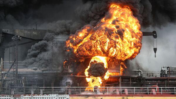 Nákladní loď s ropnými produkty explodovala v přístavu Jižní Koreje - Sputnik Česká republika