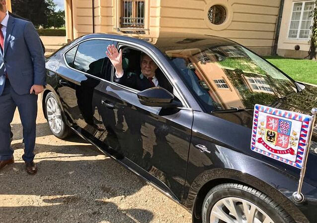 Nový služební vůz prezidenta ČR Miloše Zemana Škoda Superb v modernizované verzi 2019