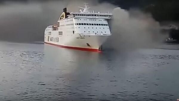 Objevilo se  video vzplanutí lodi plující do Benátek, na které bylo více než 600 lidí - Sputnik Česká republika