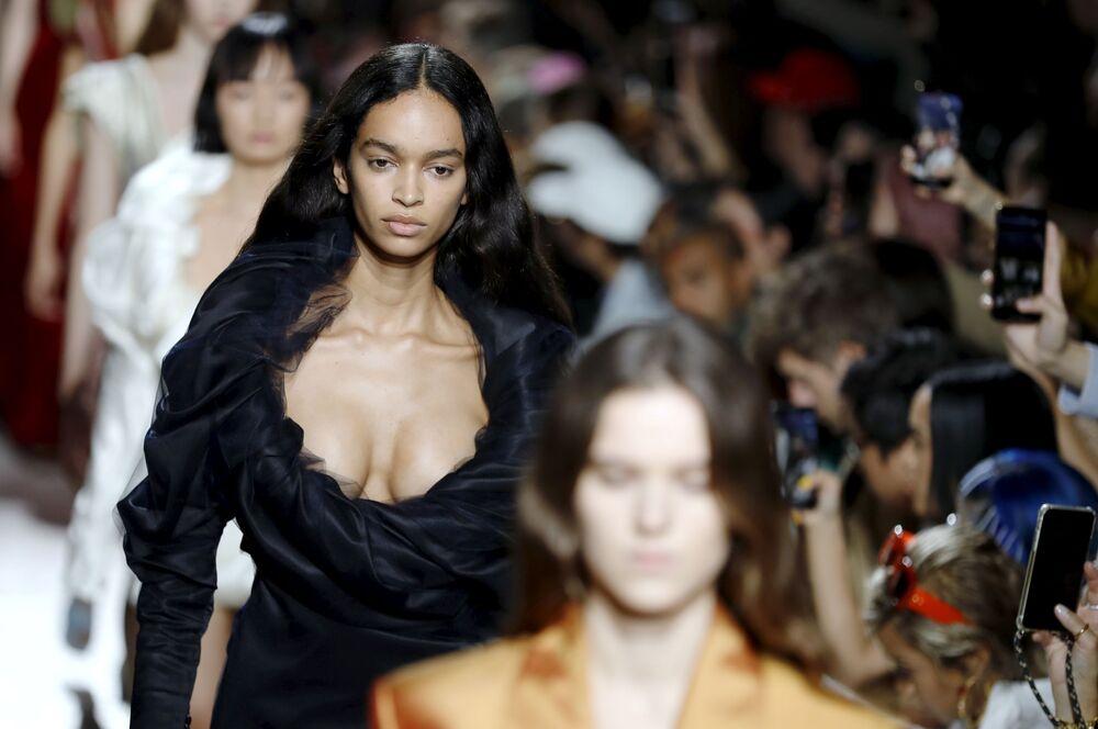Modelky během předvádění kolekce Y / Project.