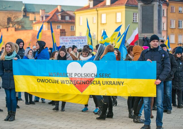 Pochod ve Varšavě k výročí Majdanu na Ukrajině