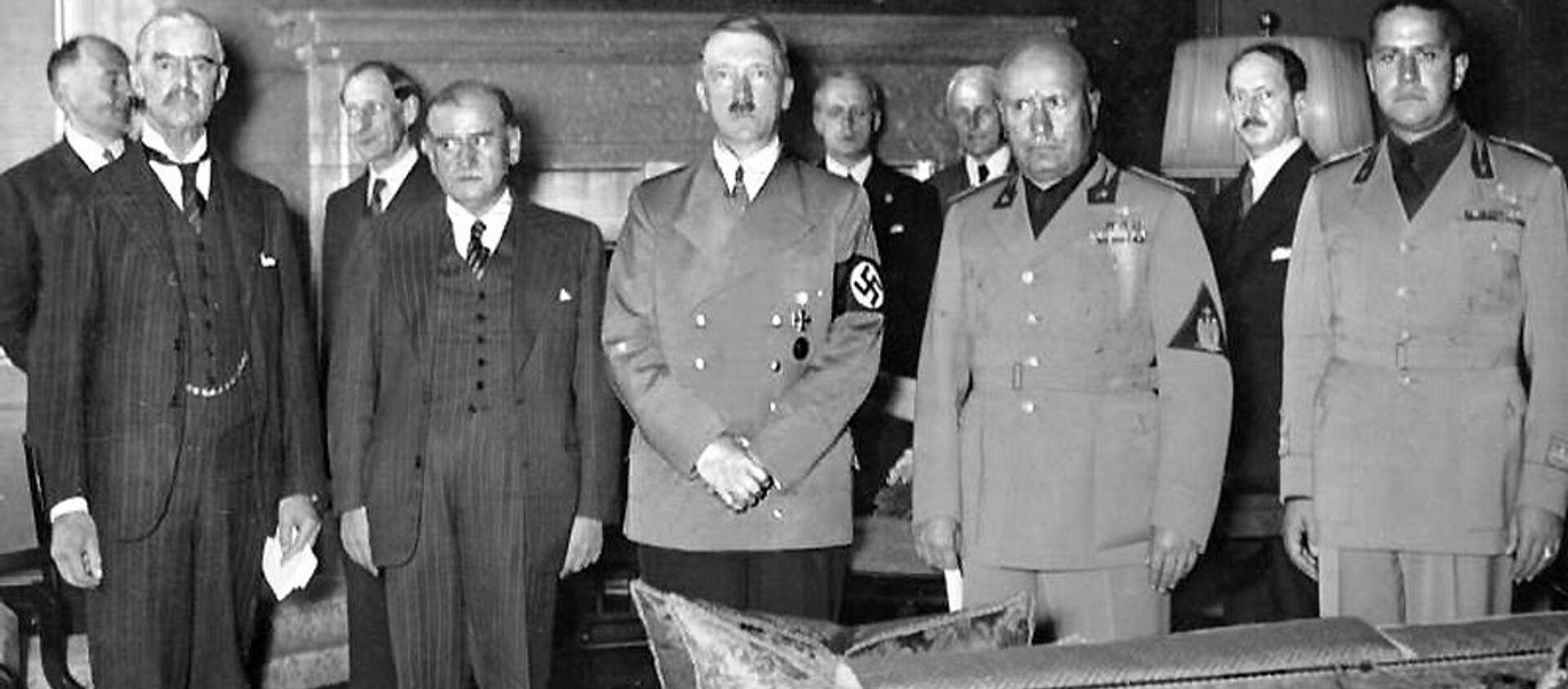 Fotografie z průběhu Mnichovských jednání – zleva: Neville Chamberlain za Velkou Británii, Édouard Daladier, zástupce Francie, Adolf Hitler za nacistické Německo a Benito Mussolini za fašistickou Itálii - Sputnik Česká republika, 1920, 02.10.2020