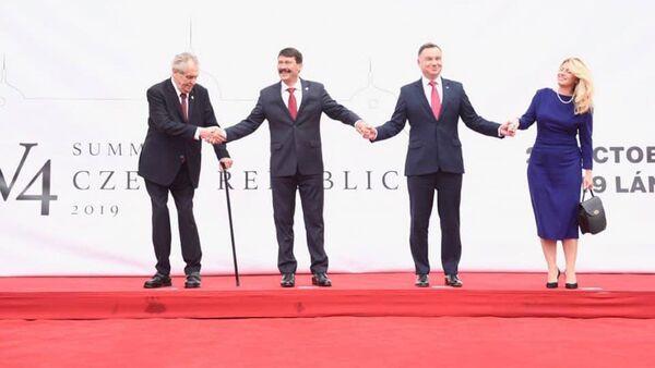 Prezident ČR Miloš Zeman, hlava maďarského státu János Áder,  polský prezident Andrzej Duda a slovenská prezidentka Zuzana Čaputová na zasedání hlav států V4 v Lánech (2. 10. 2019) - Sputnik Česká republika