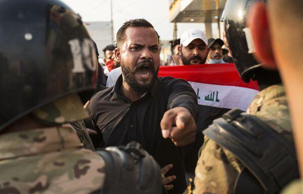 Protivládní protesty v Iráku: na život a na smrt proti nezaměstnanosti a korupci - Sputnik Česká republika
