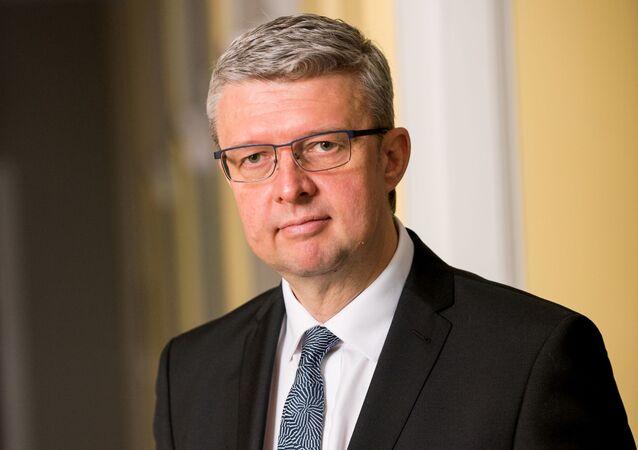 """""""Na vašem místě bych se spíš styděl."""" Kalousek vyvrátil zprávu ministra Havlíčka o rekordních investicích"""