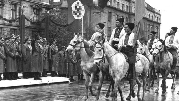 Přehlídka ukrajinských nacionalistů ve Stalinslavu (nyní Ivano-Frankivsk, Ukrajina). Archivní foto z roku 1941 - Sputnik Česká republika