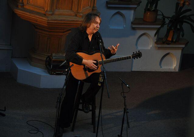 Jaromír Nohavica na koncertě pro Paměť národa nezahraje. Organizátorům vadí jeho vyznamenání od Zemana a Putina