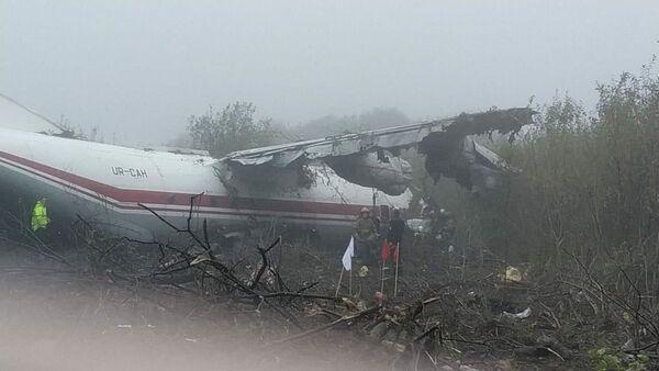 Nouzové přistání letounu An-12 na Ukrajině nedaleko Lvova. 4. října 2019 - Sputnik Česká republika