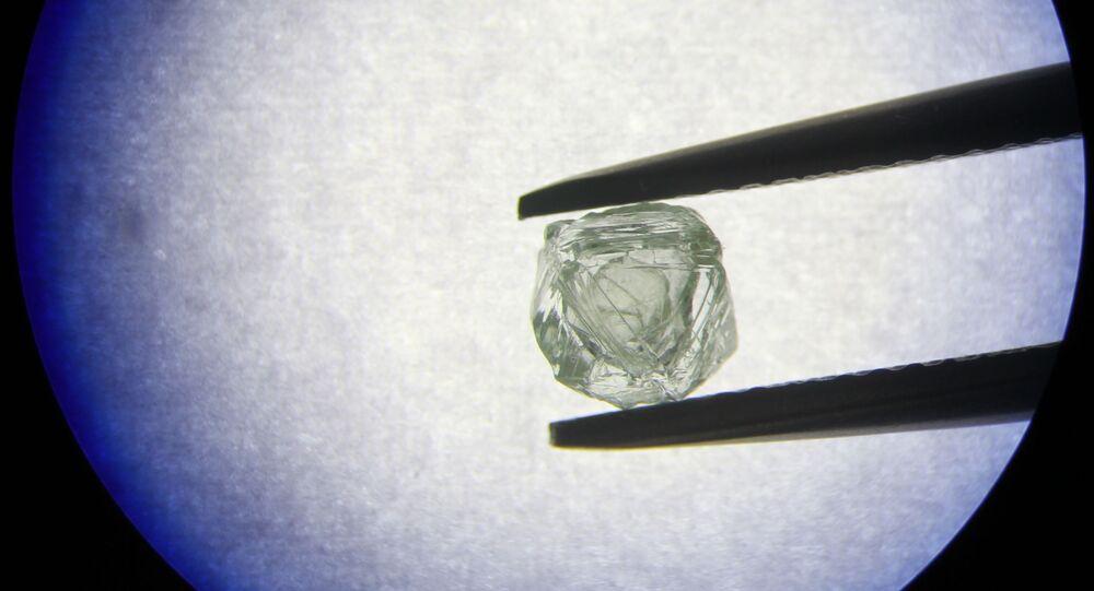 V Jakutsku našli unikátní diamant podobný ruské matrjošce