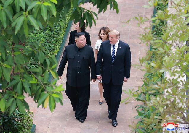 Lídři Spojených států a KLDR Donald Trump a Kim Čong-un