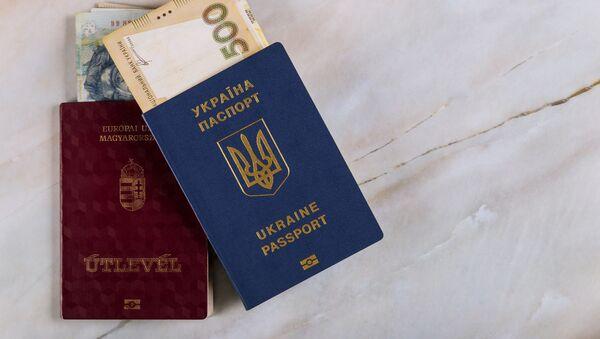 Maďarský a ukrajinský pasy. Ilustrační foto. - Sputnik Česká republika