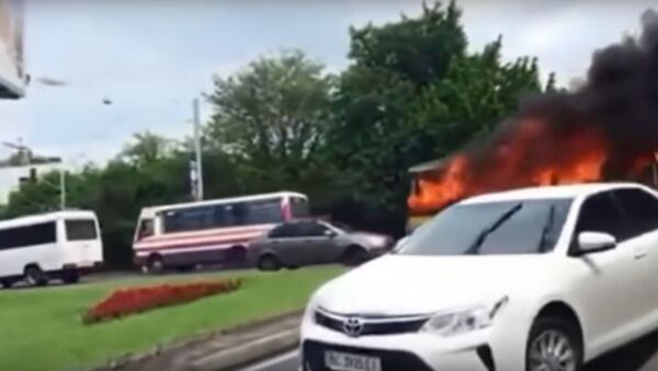 Nešťastné číslo. V ukrajinském Lvovu narazil do domu hořící trolejbus číslo 13 - Sputnik Česká republika