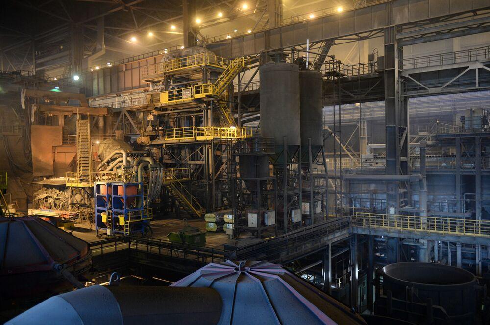 Cech výroby oceli v Severském trubním závodu..