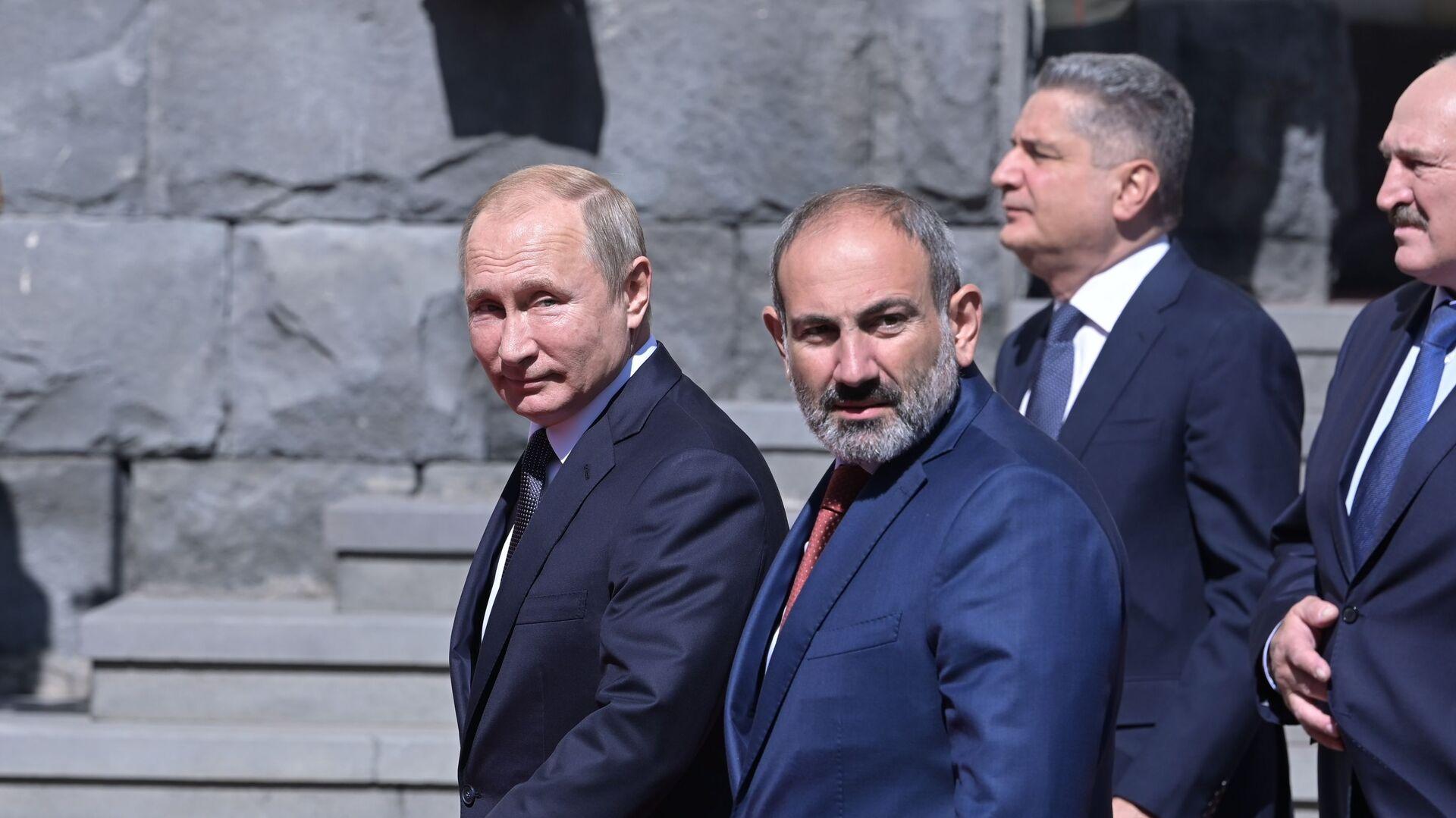 Prezident RF Vladimír Purin a arménský premiér Nikol Pašinjan - Sputnik Česká republika, 1920, 14.05.2021