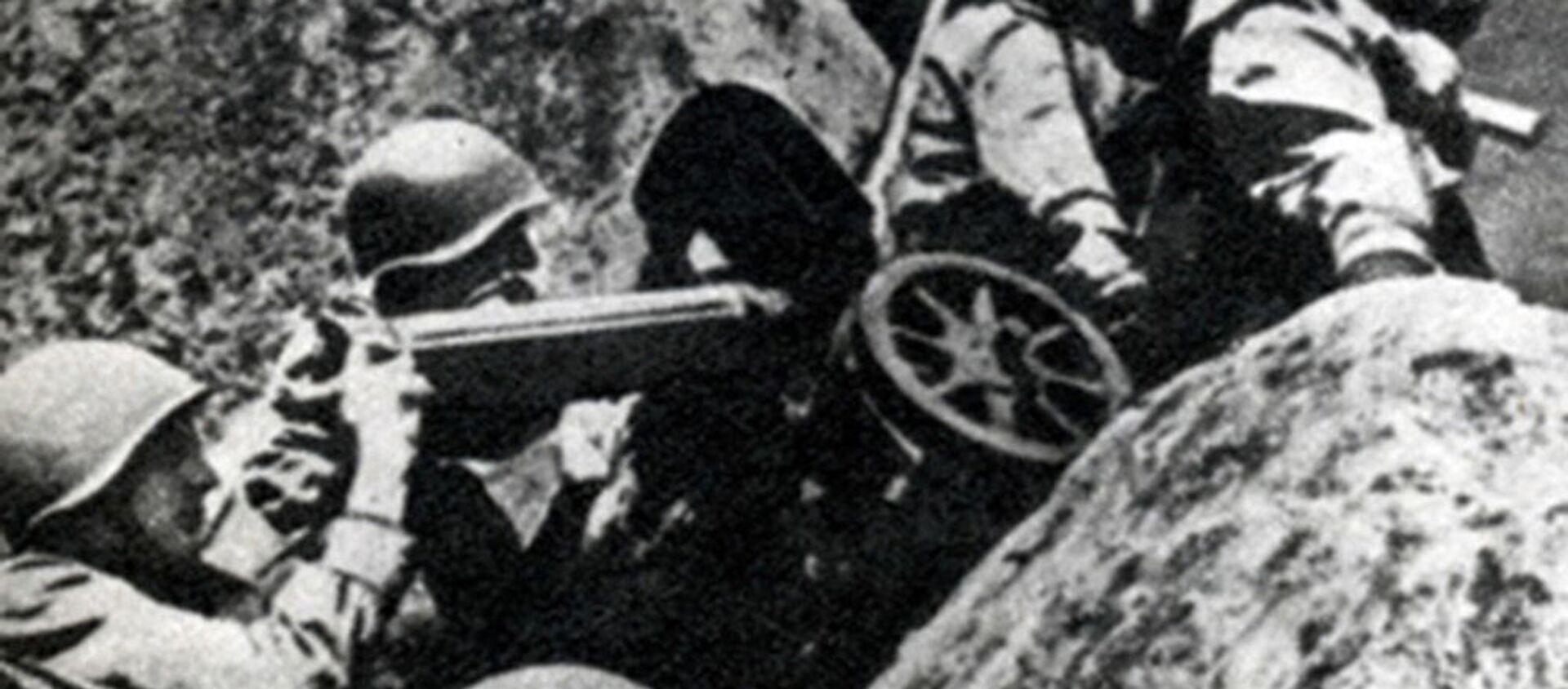 Kulometníci mění postavení. Karpatsko-dukelská operace, 1944. - Sputnik Česká republika, 1920, 06.10.2020