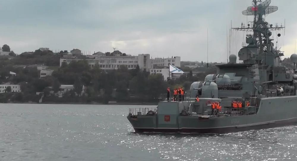 Video: Hlídková loď ruského loďstva se po dlouhé misi ve Středomoří vrátila do Sevastopolu