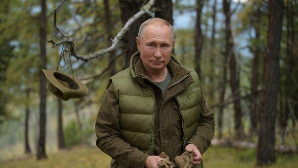 Ruský prezident Vladimir Putin v tajze - Sputnik Česká republika