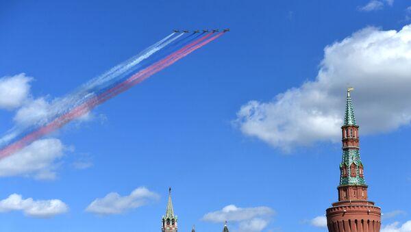 Letouny Su-25 na zkoušce přehlídky vítězství v Moskvě - Sputnik Česká republika