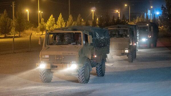 Turecký konvoj na syrské hranici - Sputnik Česká republika